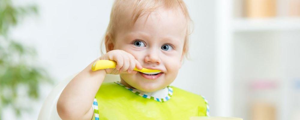 宝宝多大可以吃盐 宝宝过早摄入盐分的危害是什么 宝宝摄入盐分过多的危害是什么