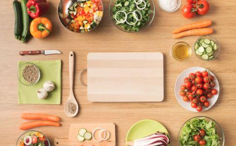 产妇坐月子要如何安排饮食 产后饮食有哪些注意事项 产后坐月子怎么吃健康