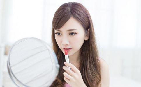 孕期能化妆吗 孕期化妆需要注意什么 孕期化妆不能做什么事情