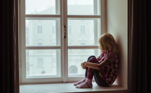 抑郁症有哪些危害 抑郁症如何治疗 加班会得抑郁症吗