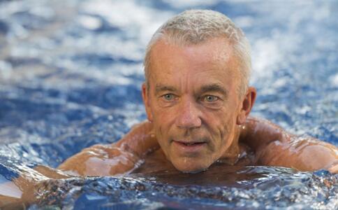 冬泳会影响男人精子质量吗 冬泳会影响性功能吗 冬泳的好处