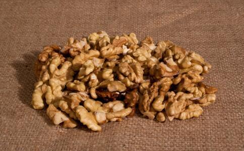 常吃核桃有哪些好处 核桃有哪些营养价值 女性哺乳期吃核桃的好处