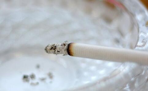 专家批中国烟包 吸烟的危害 二手烟的危害